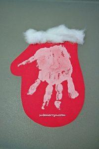 handprint-christmas-mitten